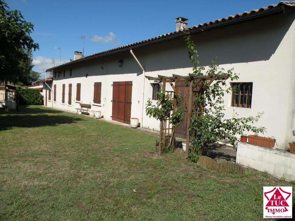 Maison 150 m²  3 chambres sur 700 m² à St Ciers/Gironde
