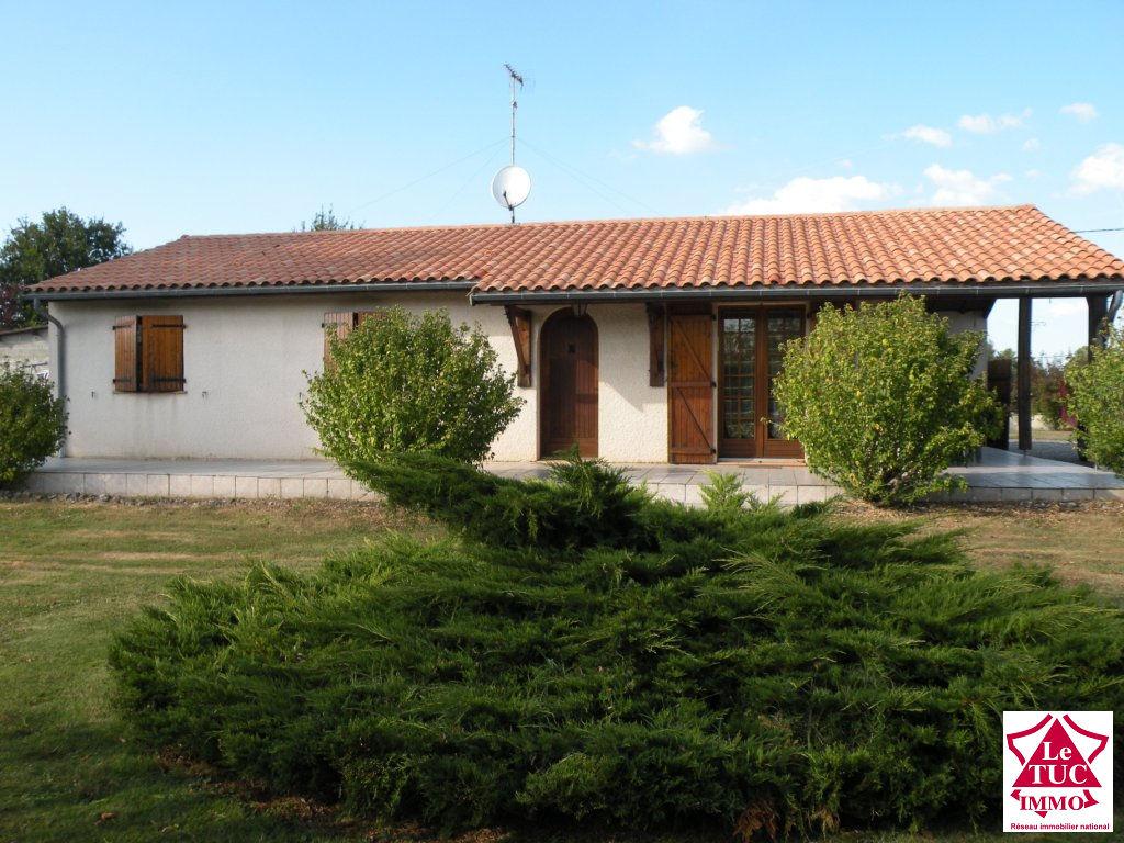 DONNEZAC Maison  plain pied  trois chambres sur 2 140 m²