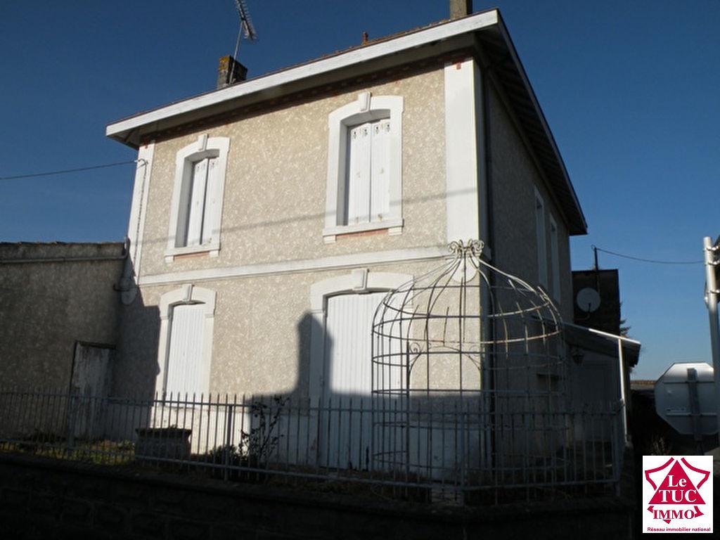 MARCILLAC Maison 130 m² avec dépendances