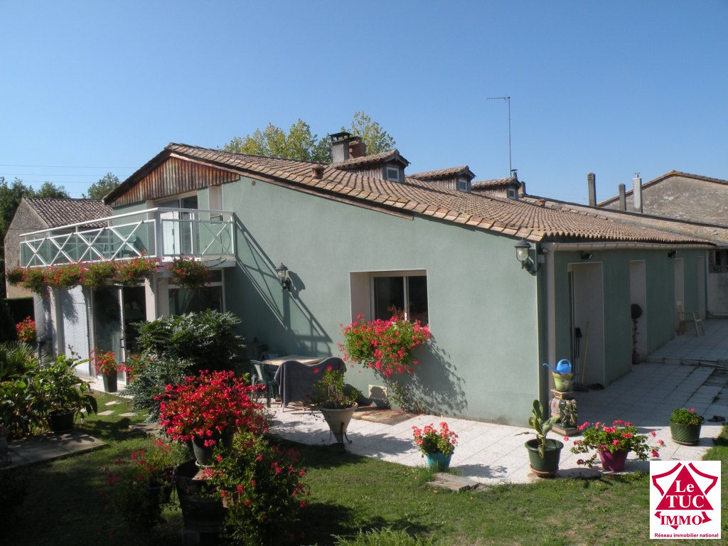 PROCHE ETAULIERS Maison en pierres 170 m² sur 2 559 m²