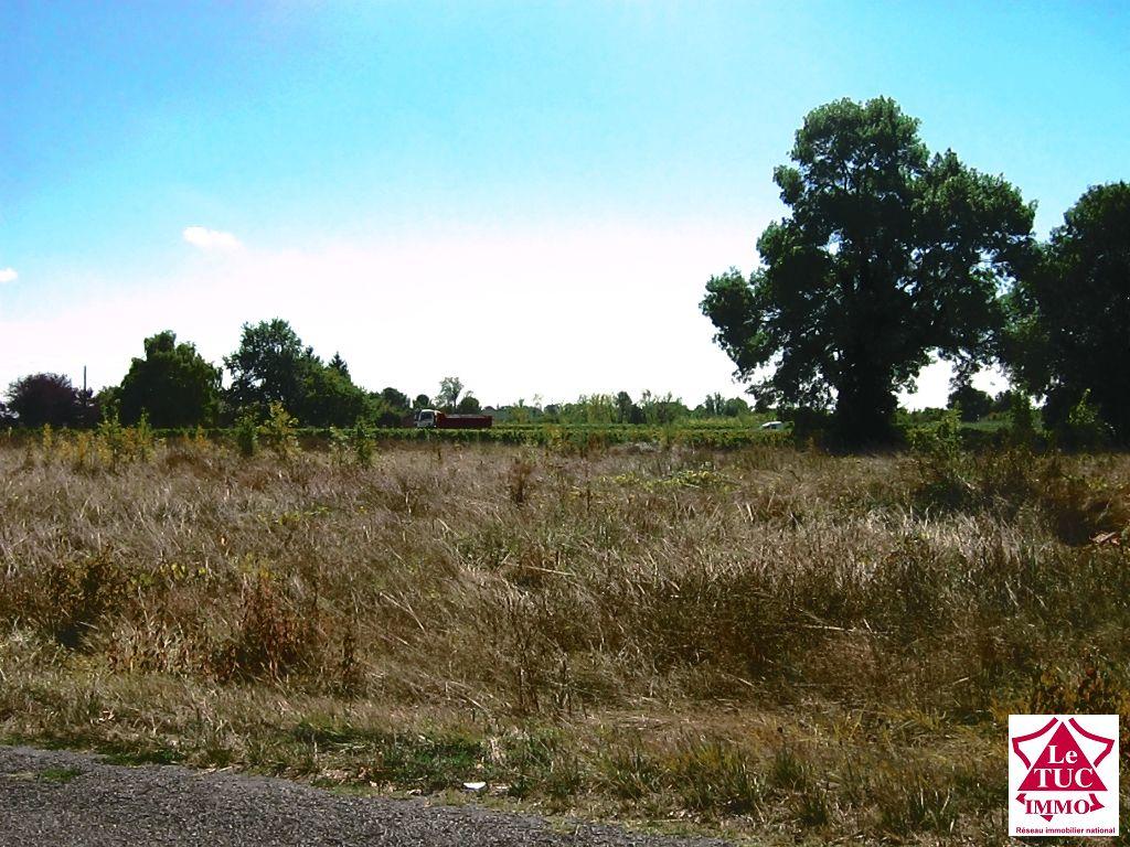 Terrain à batir 1508 m² - Secteur St Seurin de Cursac