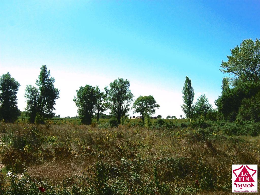 Terrain à batir 1089 m2 - Secteur St Seurin de Cursac
