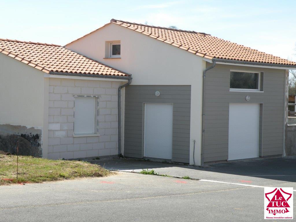 ST CAPRAIS DE BLAYE Maison rénovée 100 m² sur 500 m²