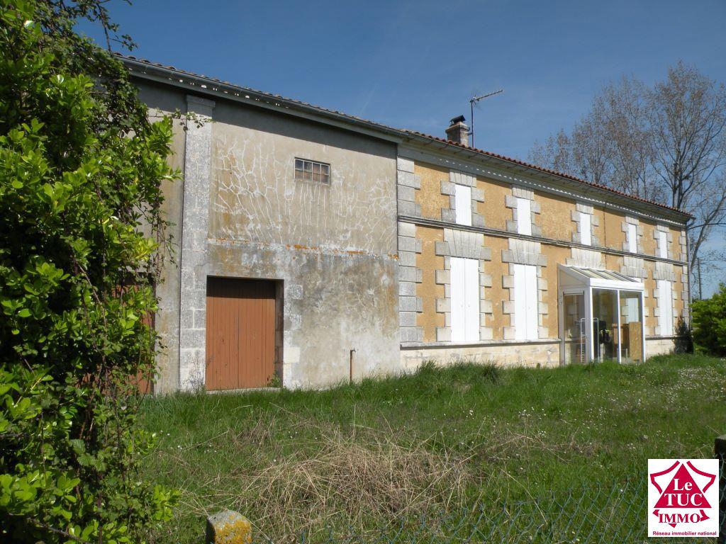ST CAPRAIS DE BLAYE Maison 100 m²  avec dépendance sur 2 720 m².