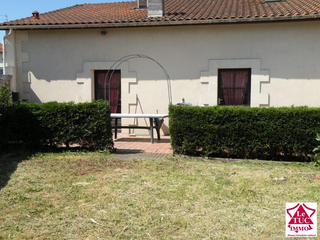 Maison en pierres 170 m²  4 chambres avec garage et jardin à St Aubin de Blaye