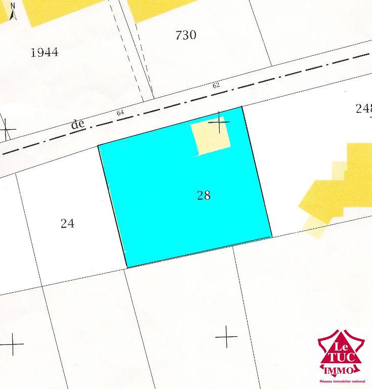 St Ciers /Gde Terrain à bâtir de 1 055 m² avec un garage
