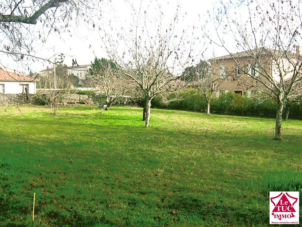Terrain à batir 1057 m² - BLAYE