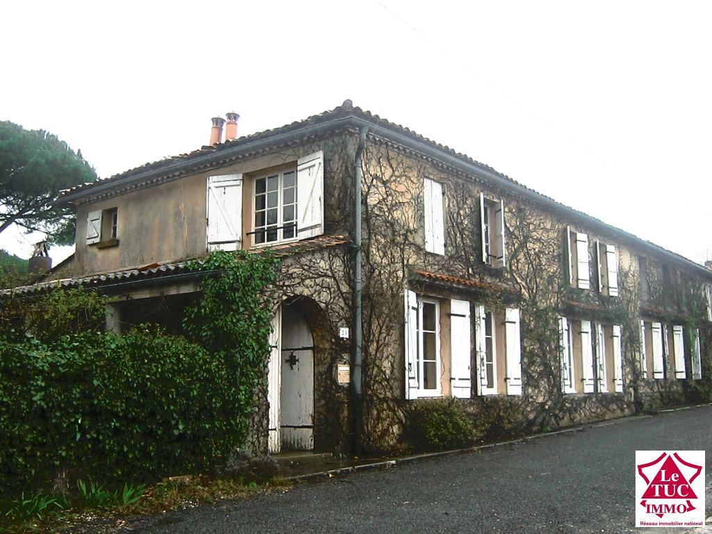 Jolie maison en pierres sur parc 4000 m² - Secteur BLAYE