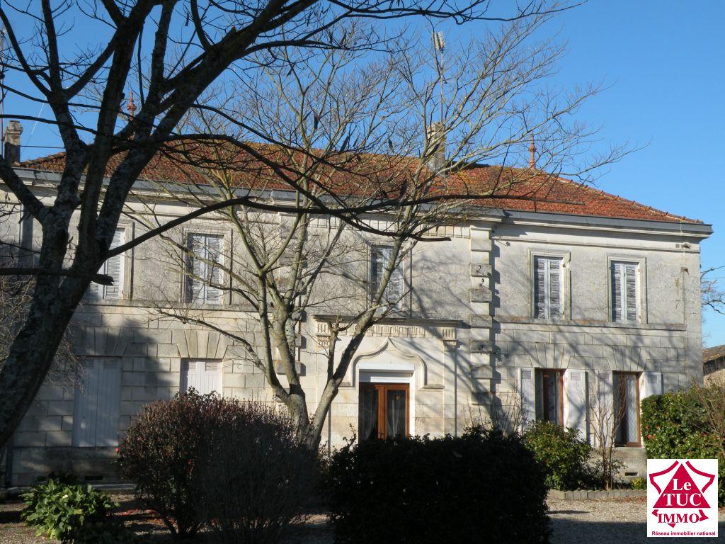 REIGNAC Maison 220 m² sur 4 400 m² 4 chambres