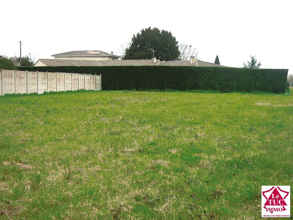 Joli terrain 1960 m² - Secteur ST SEURIN DE CURSAC