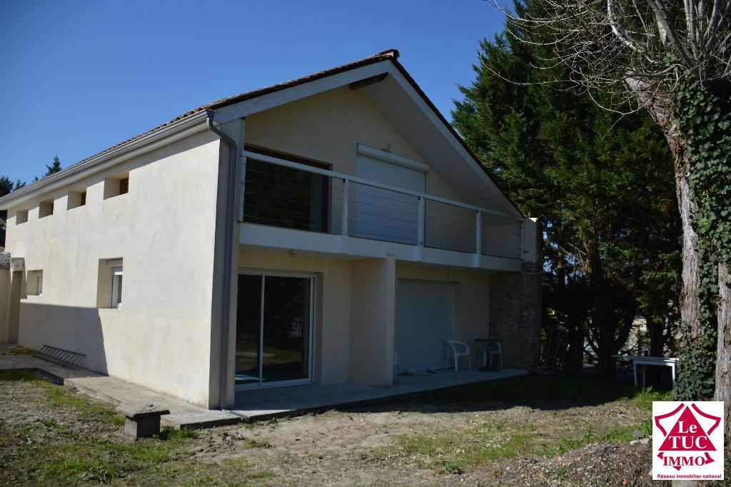CARTELEGUE Maison entièrement restaurée de 290 m² avec T3 attenant de 80 m²