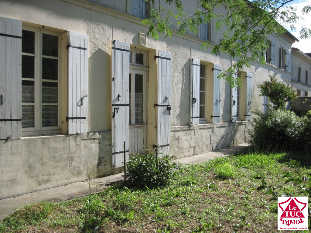 REIGNAC  Maison en pierres 100 m² sur 5 700 m²