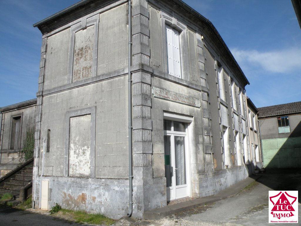 MARCILLAC  Maison de bourg 170 m² avec dépendance