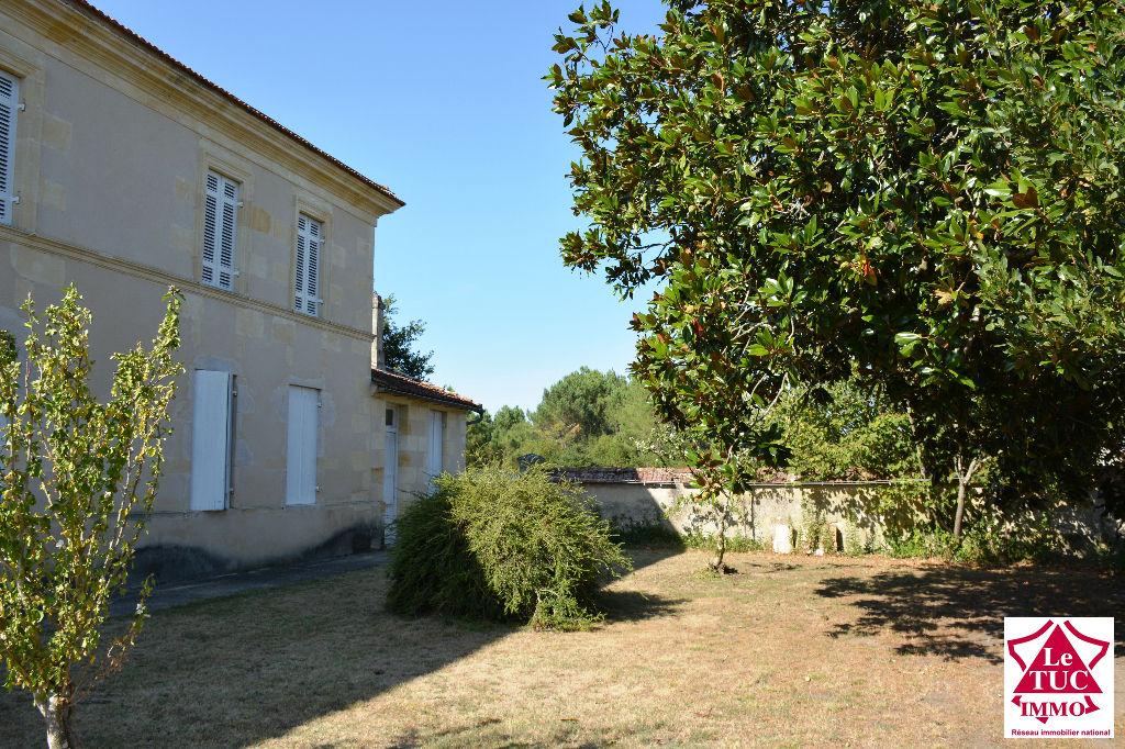 Maison Campugnan 10 pièce(s) 250 m2