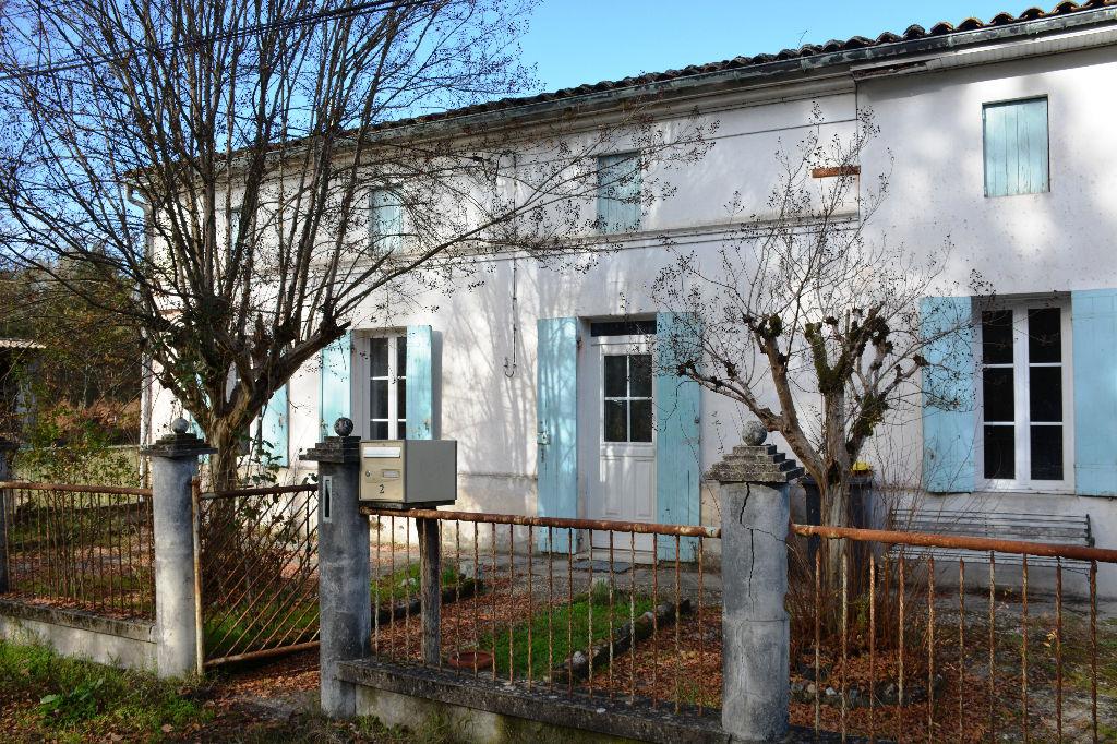 SAUGON  Longère 96 m² sur 2 100 m² de terrain arboré