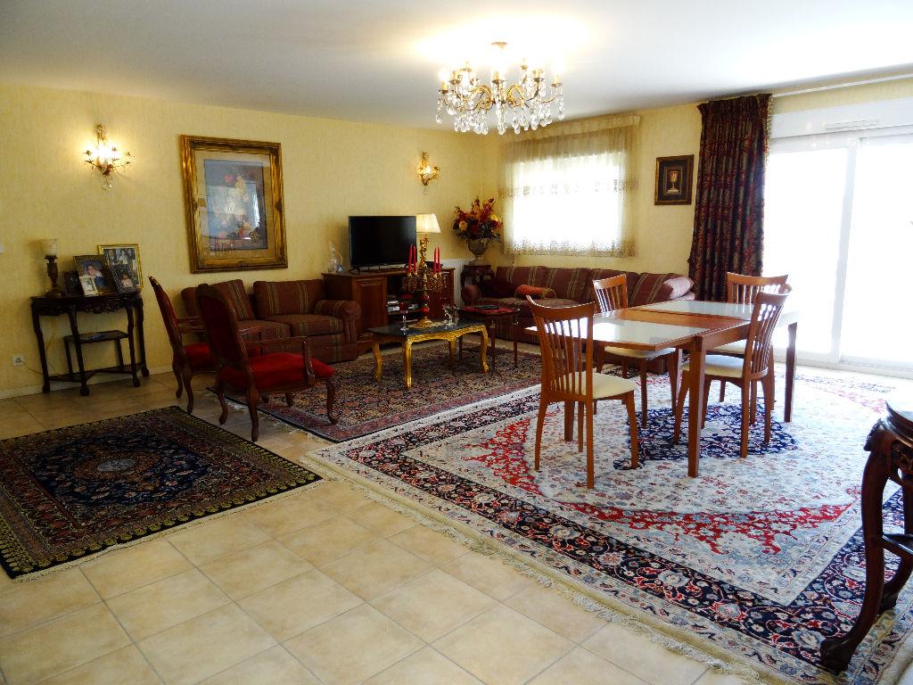 Secteur Pillon Appartement de type 4 de 103 m² - terrasse 13 m², garage et place de parking