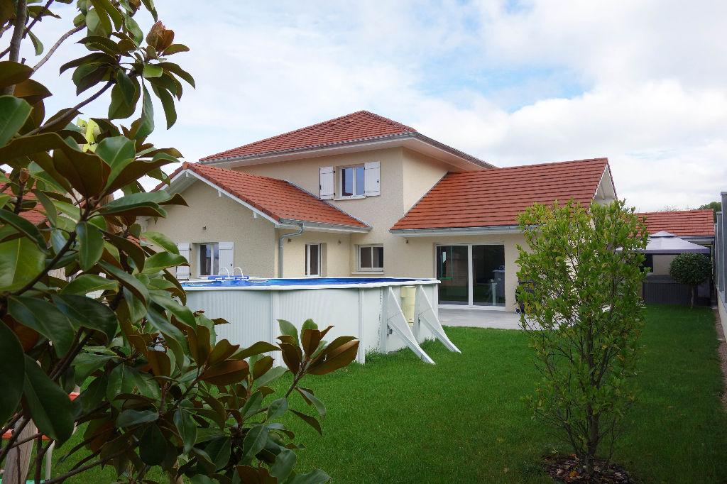 Villa contemporaine de 165m² sur terrain de 735m²