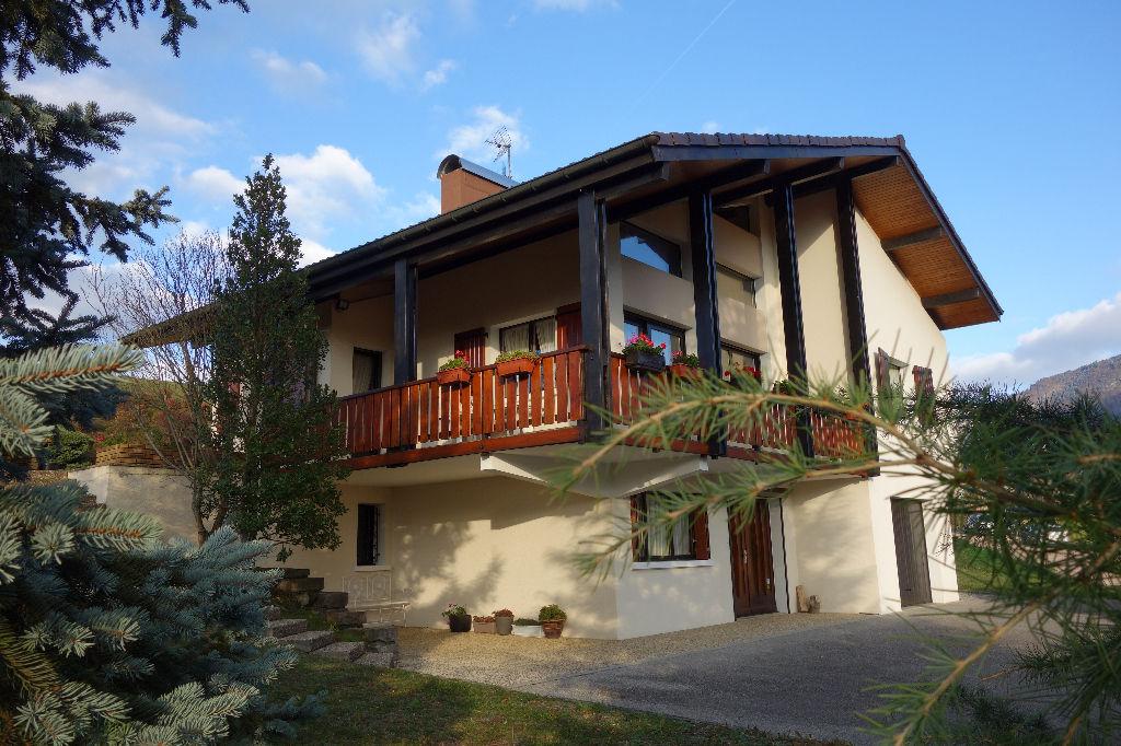 Villa de 168m² édifiée sur un terrain de 2 000m²