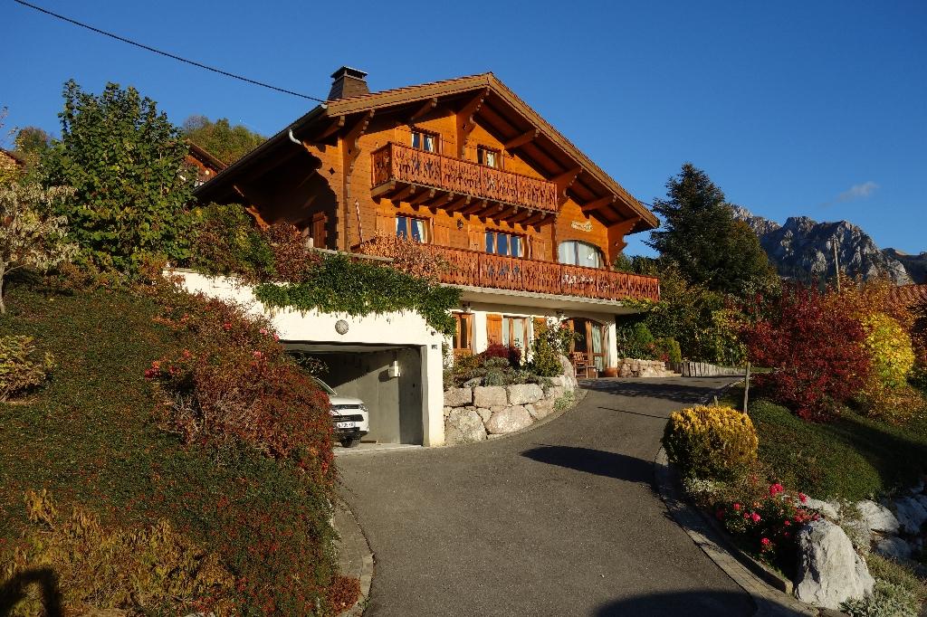 Bernex - Chalet en madriers d'une construction de 2003  de 160 m²