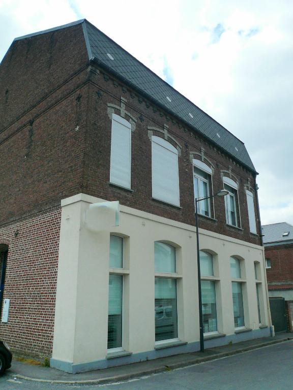 Photo CAUDRY Immeuble entièrement rénové image 2/5